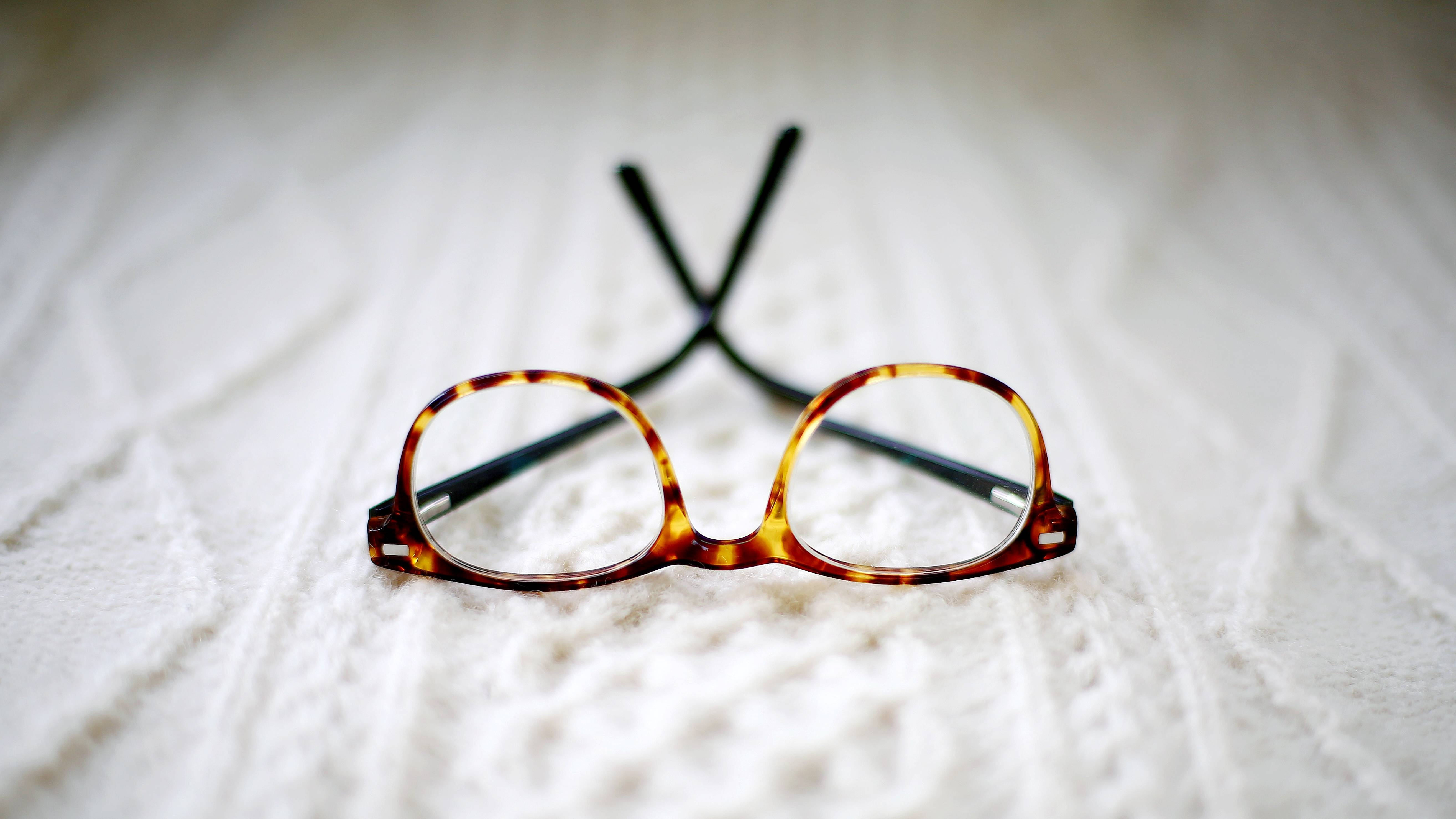 round-frames-in-tortoise-color